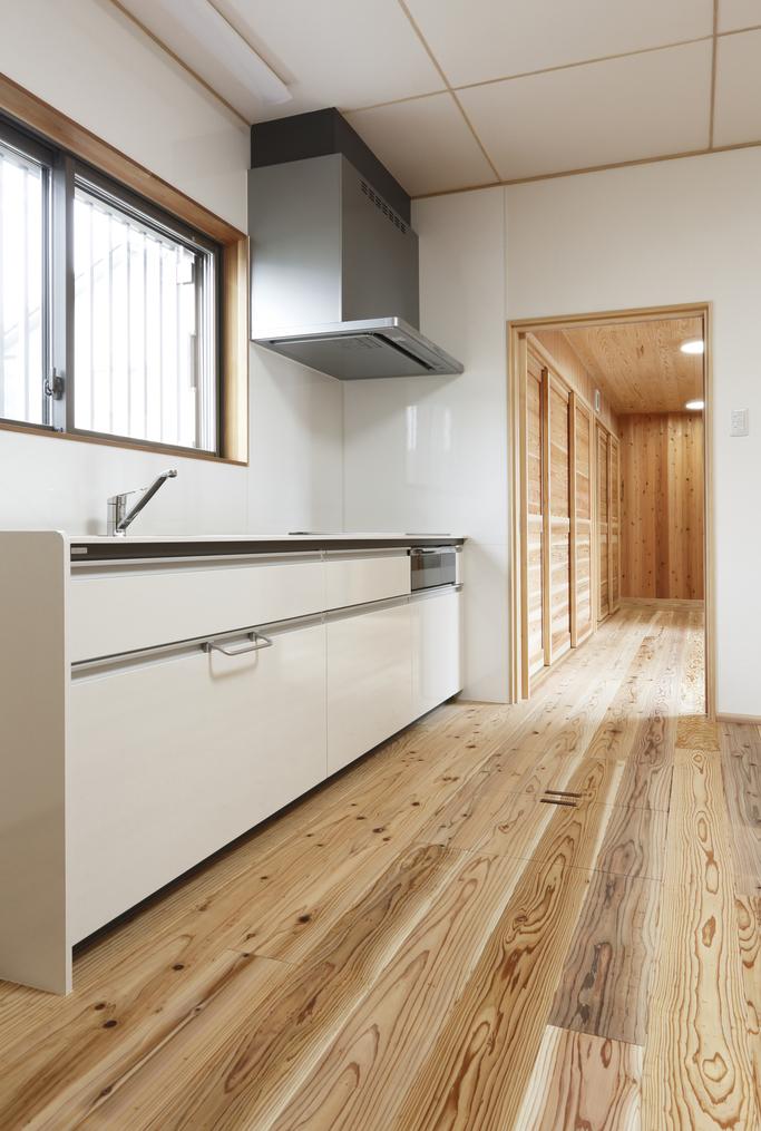 つくり付け家具のある平屋の二世帯住宅